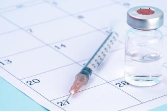 What is the evidence for extending the SARS-CoV-2 (COVID-19) vaccine dosing schedule?