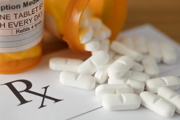 Opioid prescribing patterns  in British Columbia from  2013 to 2017:  A population-based study